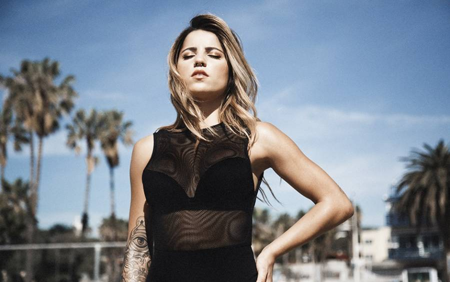 Leticia Bufoni pose pour Canal off